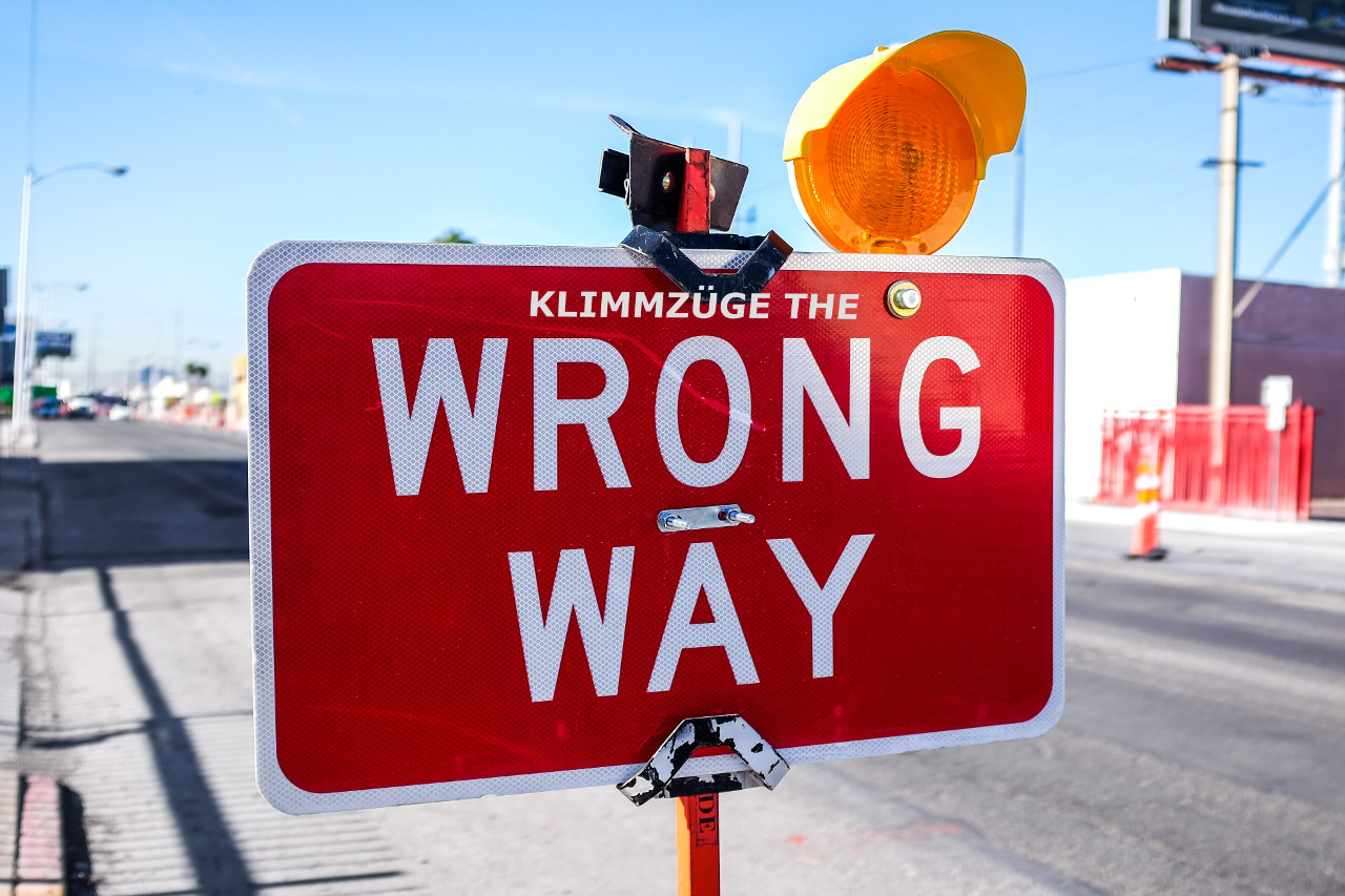 klimmzuege-the-wrong-way-neonbrand