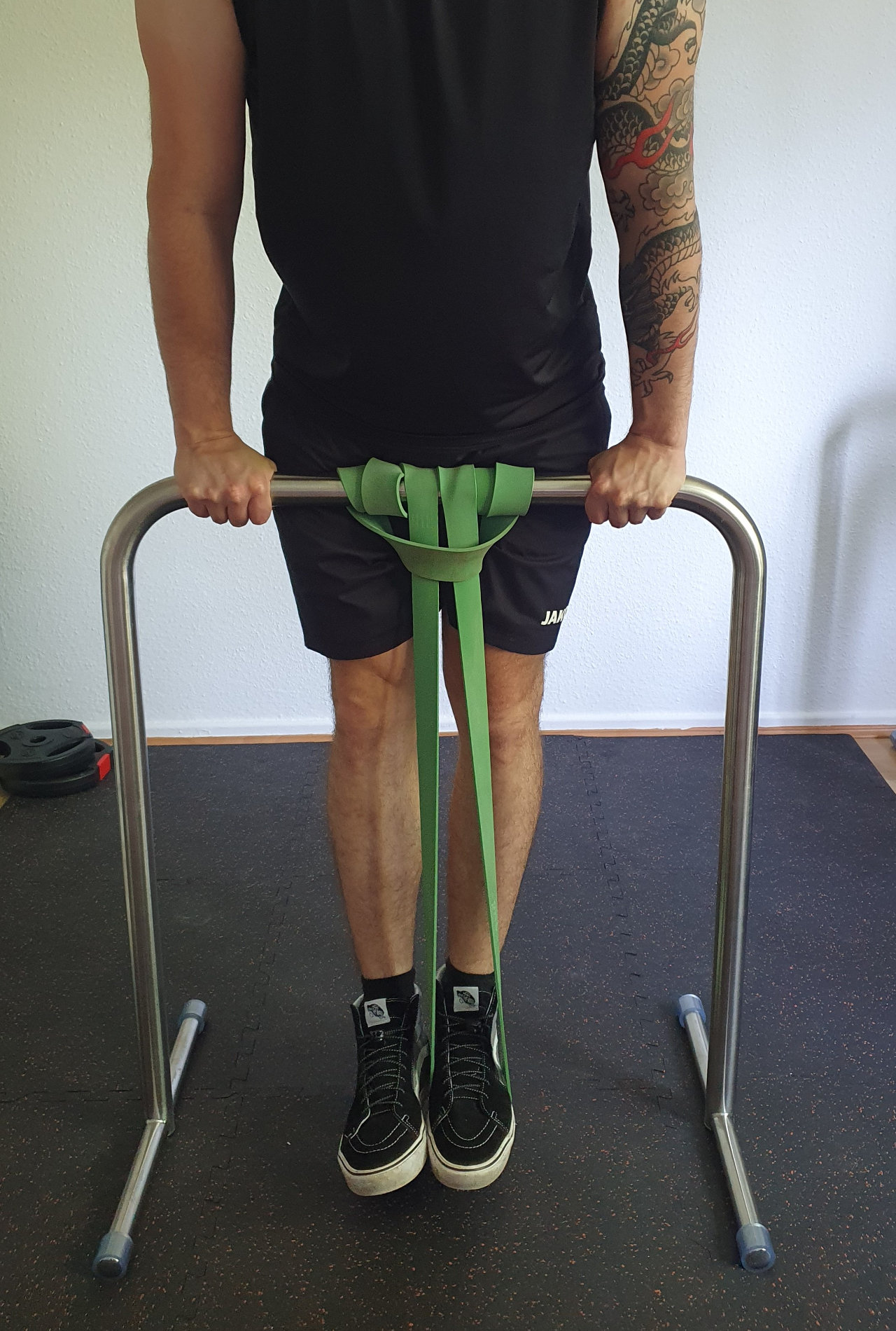 assisted_straight_bar_dips